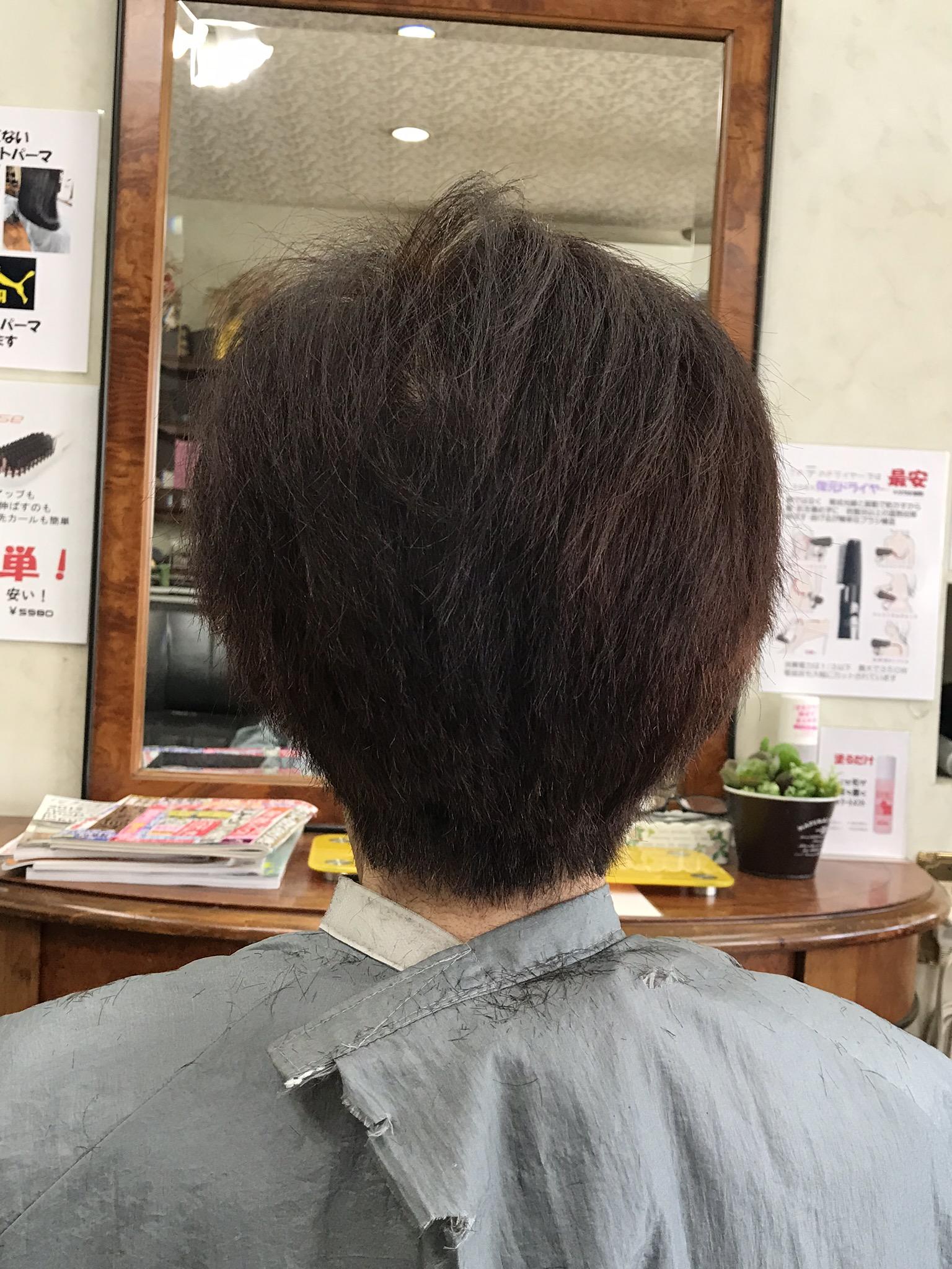縮毛・波状毛・多毛のショート カットだけで収めるには要らない重なりを・・・