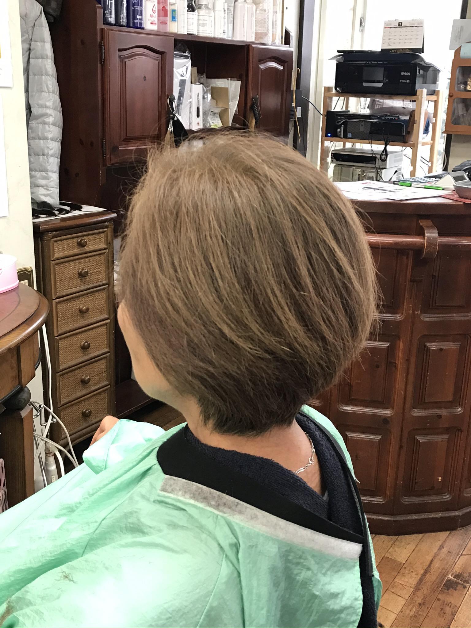 ヘナとカットでくせ毛も落ち着きます  ヘナは濃度の変化でも楽しめます